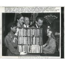 1957 Press Photo Washington Richard Nixxon Receives Gift From Morocco, Tunisia.