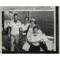 1957 Press Photo Chicago Four happy sailors aboard a 43 foot Yawl.  - nee46702