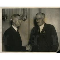 1925 Press Photo S.H. Thompson Congratulated by Frank Evans of Farm Bureau