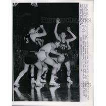 1960 Press Photo Ohio States Jerry Lucas bottled up between Iowa players
