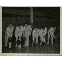 1940 Press Photo Group of men bowling in Detroit - nee52438