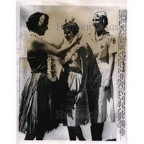 1957 Press Photo Maija Baltina, Lehua Brown Hula Lesson Honolulu - nee53432