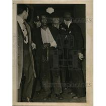 1946 Press Photo Tobe Haynes in Police Custody After Nashville Shooting