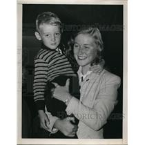 1949 Press Photo Swimmer Shirley May France at La Guardia Field New York