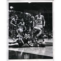 1961 Press Photo Evanston Ill Rich Dutrisac of Wis vs NW Bill Gibbs - nes28401
