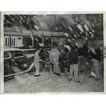 1943 Press Photo Passengers Crowding into Bus During Heavy Snow, Seattle