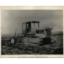 1930 Press Photo CT Yuthen Tractor Farming  - nee56282