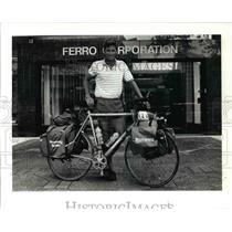 1991 Press Photo Paul Wolsfeld riding around to check corporate offices