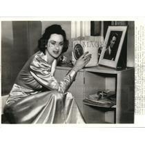 1938 Press Photo Mrs Richard Stoddart radio operator's wife on Howard Hughes tm