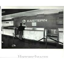 1989 Press Photo Paul Kaparoff, acting station manager of Eastern