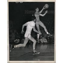 1948 Press Photo NYU Joel Kaufman vs Wayne Tucker of Colorado - nes29755