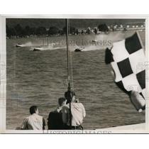 1939 Press Photo Wash DC President's Cup boat race J Manger in Blue Glide wins