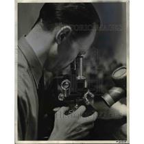 1937 Press Photo Mr Remer examine virus under a microscope