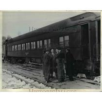 1943 Press Photo Klamath Falls Oregon Southern Pacific train B James slain in