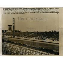 1959 Press Photo Indianapolis Pit row & race cara as new stands built