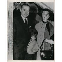 1952 Press Photo NYC Nat Holman & wife Ruth coach of CCNY basketball - nes31400