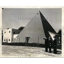 1935 Press Photo Bernhard & Harry & dad Henry Wilhelm in backyard palnetarium
