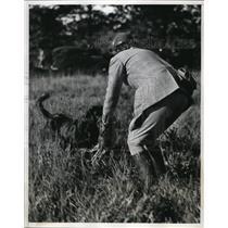1939 Press Photo Huntington NY Mrs Wm FC Ewing at Field trials club &retriever