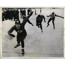 1941 Press Photo La Crosse Wis 220 yard speed skate Bob Fitzgerald - nes33311