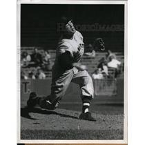 1957 Press Photo NYC Dick Hyde pitcher for the Senators - nes33655