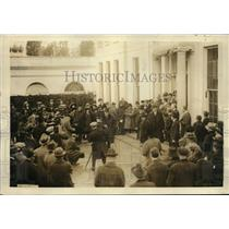 1922 Press Photo crowd gathers to see Georges Clemenceau leaving White House