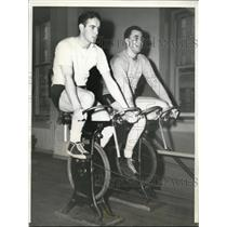 1941 Press Photo Frank Gustine of Pirates & Bob Carpenter of Giants cycling