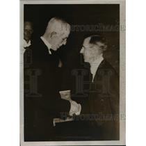 1937 Press Photo Dr CJ Davisson NY Scientist & King Gustav of Sweden