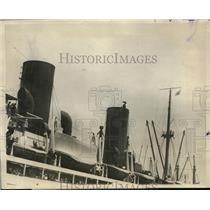 1923 Press Photo German actor did a balancing stunt at North German Lloyd ship.