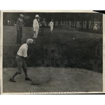 1929 Press Photo Baseball Commissioner Kenesaw Landis playing golf