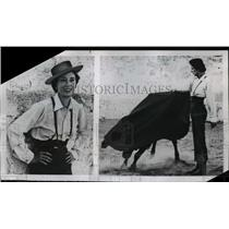 1954 Press Photo Sloan Simpson in a real bullfighter's costume in Toledo Spain