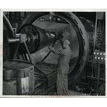 1964 Press Photo Maurice Cosello Works on Tank Car Sized Chamber Spacecraft