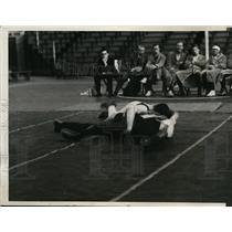 1931 Press Photo Collegiate wrestling in Philadelphia George Johnson vs W Robert