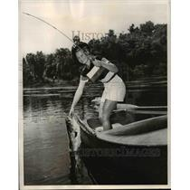 1949 Press Photo Charlene Nichols pulls in 10 3/4 pound bass from St Johns River