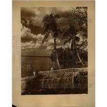 1945 Press Photo Henry Thompson repairing his fishing nets  - nee65912