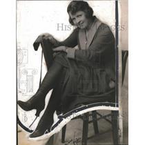 1918 Press Photo Woman Modeling Fall Dress
