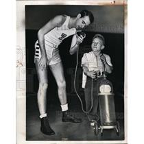 1951 Press Photo LA College basketball Jack Sparks & mascot Billy Barty
