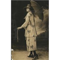 1918 Press Photo Model with Umbrella in Two Piece Loose Fitting Suit with Skirt