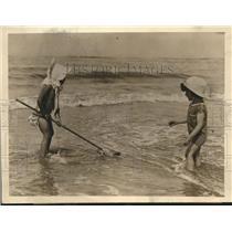 1923 Press Photo 2 Children on Beach on French Coast Catching Shrimp