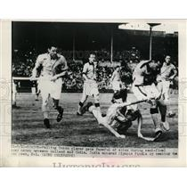 1948 Press Photo Holland vs India at Olympic field hockey in London - nes37889
