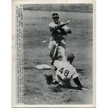 1949 Press Photo Cubs Andy Pafko out at2nd vs Marty Marion of Cardinals