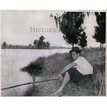 1939 Press Photo Ken Kavanaugh sitting on riverbank fishing - nes38474