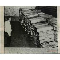 1948 Press Photo William F Land looking over meat that was labeled boneless but