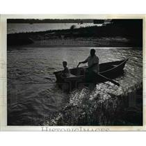 1941 Press Photo Leon and Leon Jr Henderson Fishing  - nee67484