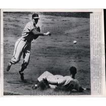 1950 Press Photo Cubs Andy Pafko out at 2nd vs CardinalRed Schoendienst