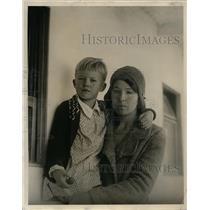 1931 Press Photo Mrs John D Phelps & Daughter Flee Puerto Cabozas Husband Killed