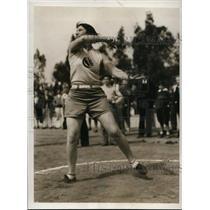 1932 Press Photo Maybelle Reichardt throws discus at Pasadena California