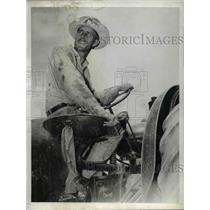 1943 Press Photo Seymosa, TX: Orville Peddy driving a tractor  - nee74466