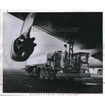 1962 Press Photo Refueling of jet aircraft at a rate of 600 gallons per minute