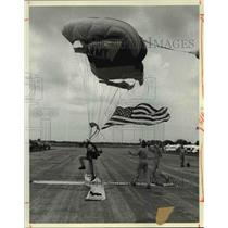"1983 Press Photo United States Army Parachute Team, the ""Golden Knights"""