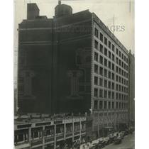 1921 Press Photo Halle Bros Building - cva96477